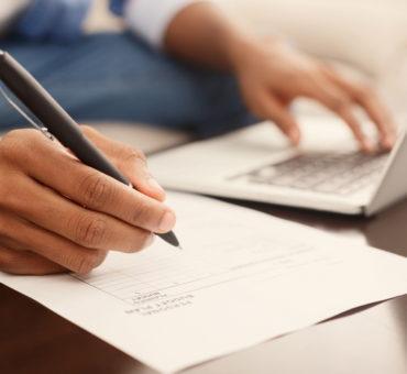 financier-making-annual-financial-report-using-lap-Q5XR7JM